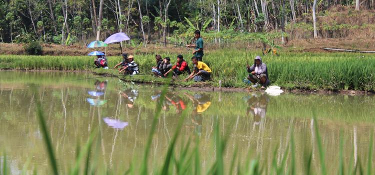 """Ratusan Orang Ikuti Mancing Bersama di """"Ikon"""" Desa Sambak"""