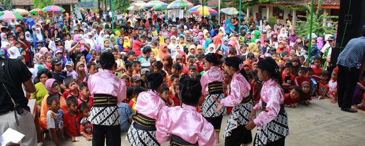 Ribuan Orang Ikuti Jalan Sehat Forum Pemuda Desa Sambak