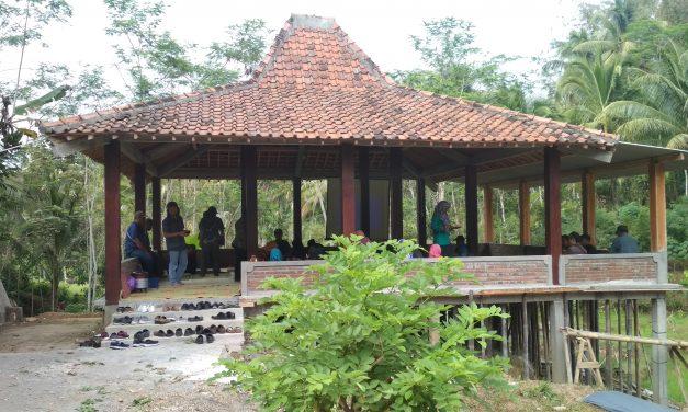 Pemdes Sirahan Study Banding ke Desa Sambak